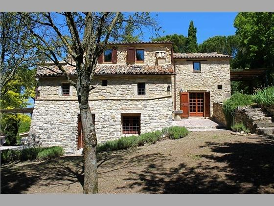 Original Stone House, Amazing View, Garden, Pool, location de vacances à Civitella del Lago