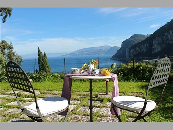 PANORAMIC GARDEN, A FEW STEPS FROM THE CENTER, casa vacanza a Capri