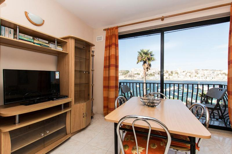 HOLIDAY APARTMENT IN ST PAUL'S BAY 269, CARSONS COURT F3 ST PAUL'S ST STR PAULS, alquiler vacacional en San Pawl il-Baħar (St. Paul's Bay)