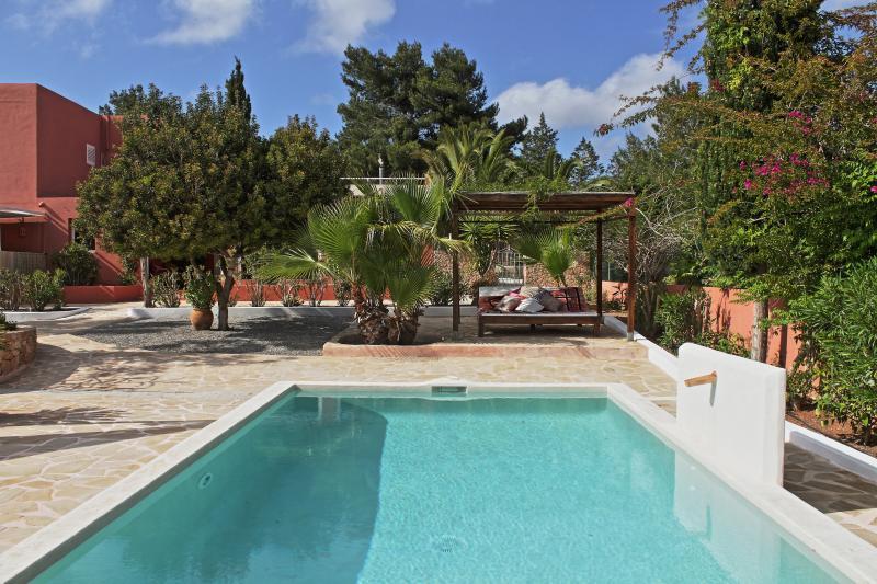 KM5 Great location 3b pool  private close to Ibiza, holiday rental in Sant Josep de Sa Talaia