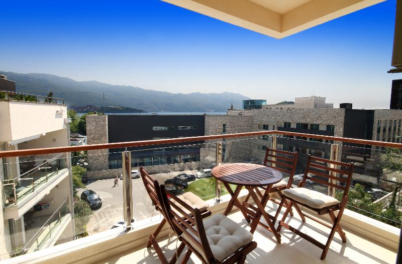 Elegant -Two Bedroom Apartment with Sea view, location de vacances à Budva