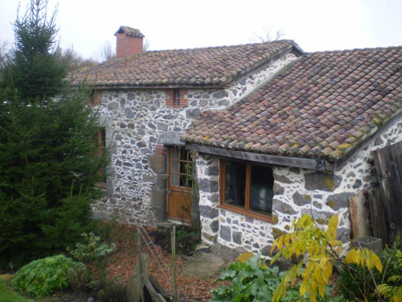 Peach Cottage, La Gouiniere, holiday rental in Saint-Marsault