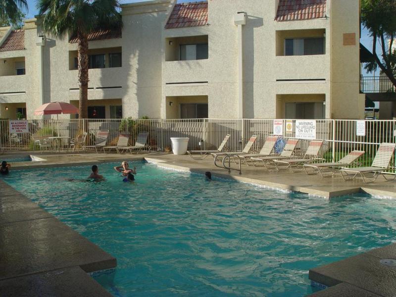 Fully remodeled 1 bed. condo, Spring training super location, heated pool, spa, alquiler vacacional en El Mirage