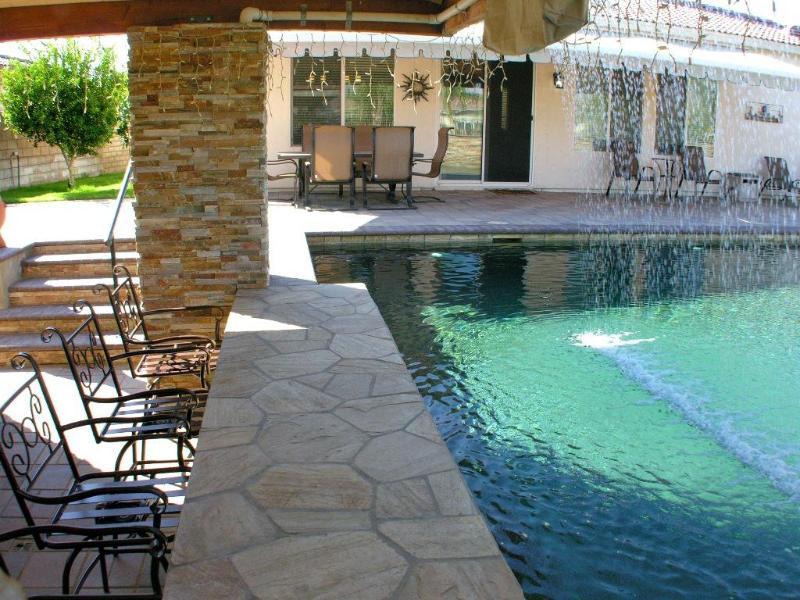 Atlantis Resort Style Pool Swim-up Bar!! 3/2 + Den, holiday rental in La Quinta