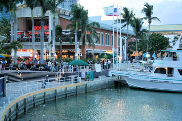 5 MINUTES WALK TO BAYSIDE MALL. ! BOATS RIDE ! LIVE MUSIC ! FOOD COURT! FINE RESTAURANTS ! BARS !ETC