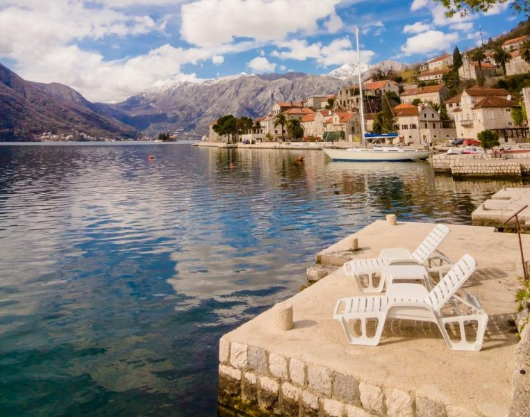 Perast Waterfront apartment, holiday rental in Baosici