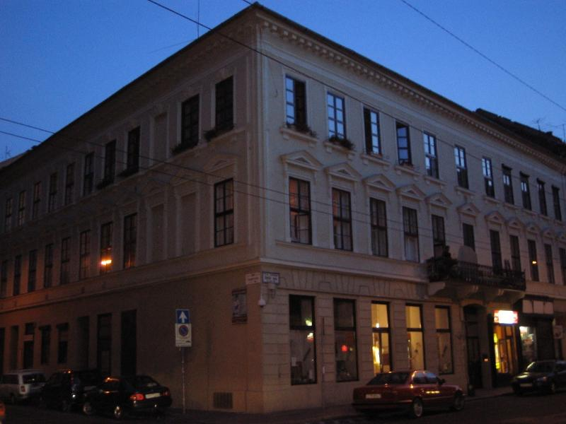 classical 19th century building. quiet and safe. only 5 minutes to most famous square Liszt Ferenc