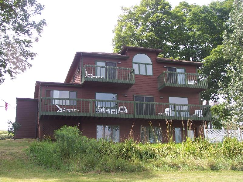 Front of house facing the lake