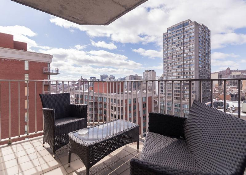 Cute and Comfy Downtown Apartment with Great View, vacation rental in Montreal
