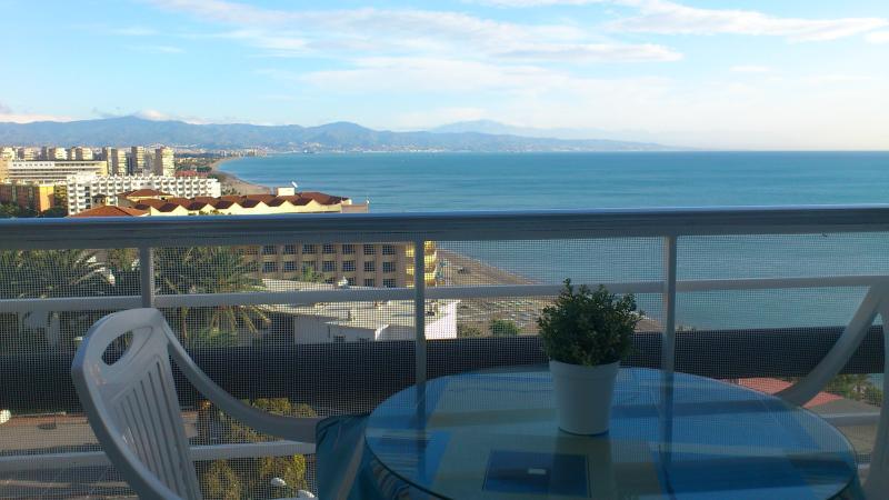 Espectaculares vistas al mar,1ªlinea, piscina.WIFI, holiday rental in Torremolinos