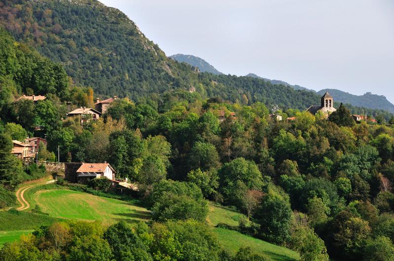 La casa enmarcada en la aldea de Rocabruna, en Camprodon