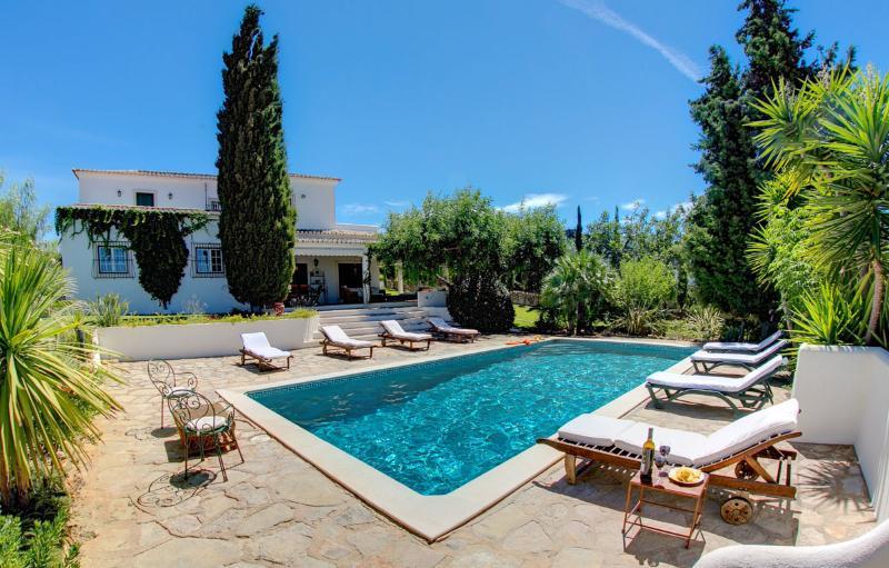 Casa Mouraria zwembad en terrassen