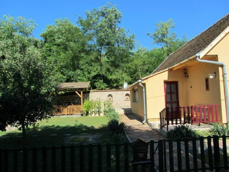 Lovely cottage 'Butterfly farm', holiday rental in Kozarmisleny