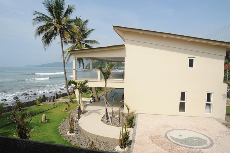 La Villa - fachada propia playa