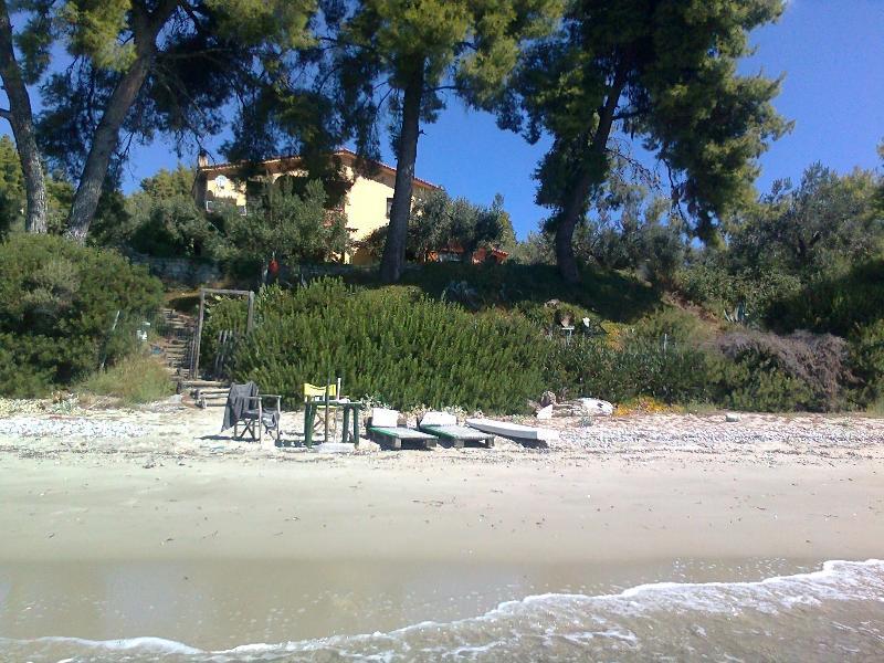Halkidiki, Kassandra, Beautiful house by the sea!, holiday rental in Possidi