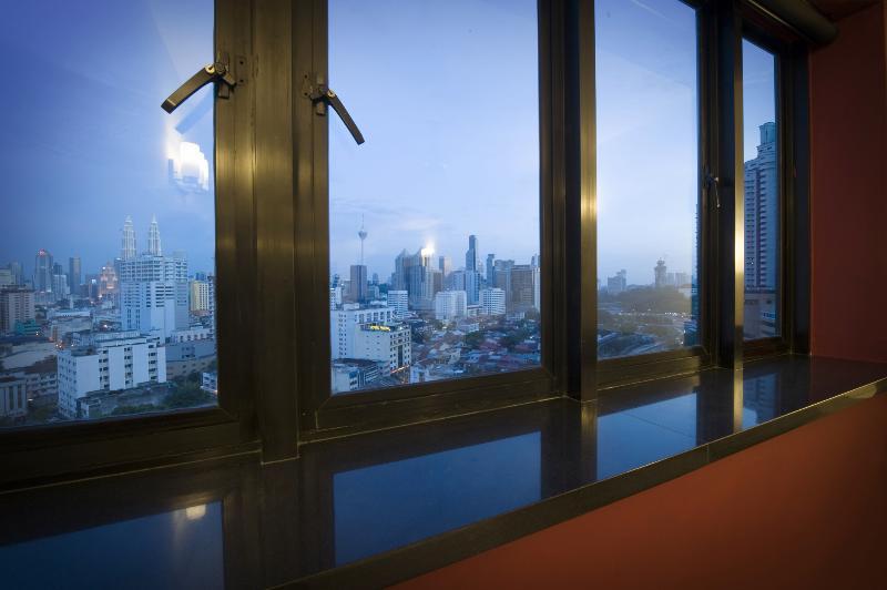 Mostra dalle finestre soggiorno principale