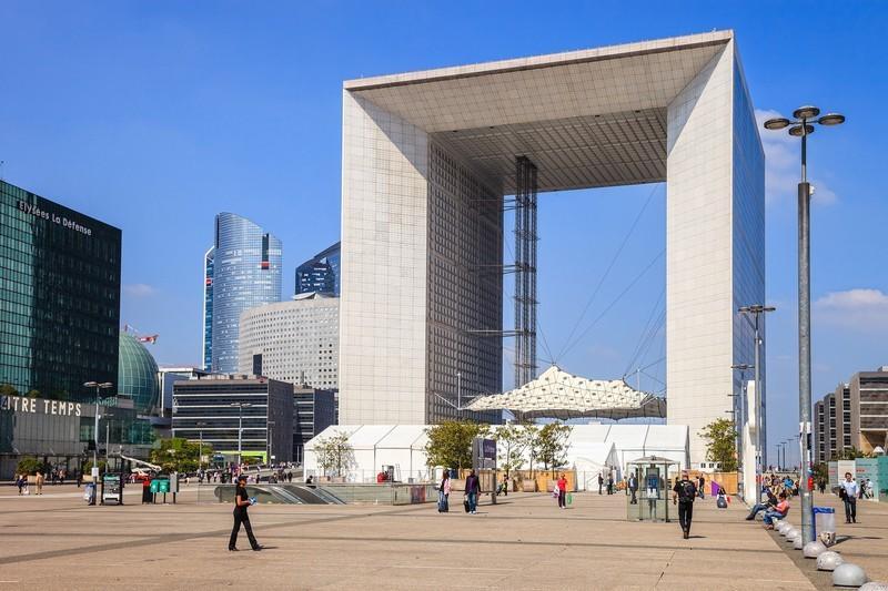 Near 'Grande Arche de la Défense'