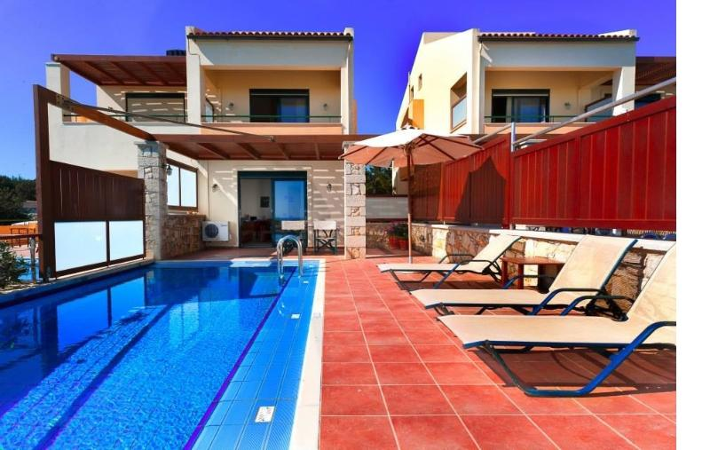 3BD Modern Villa with private pool, vacation rental in Manoliopoulo