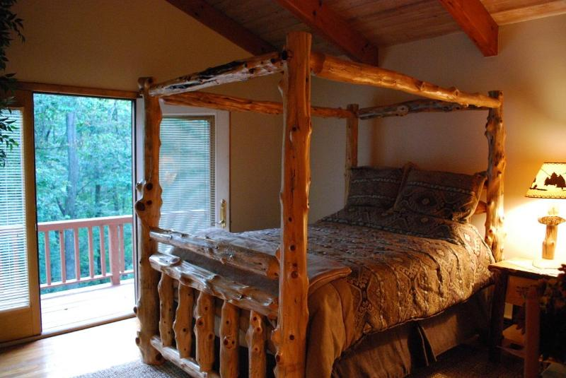 Gorgeous, authentic log queen bed. Vaulted ceiling and direct access to deck.