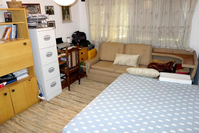Private room in a home on the hill over Skopje, holiday rental in Skopje Region