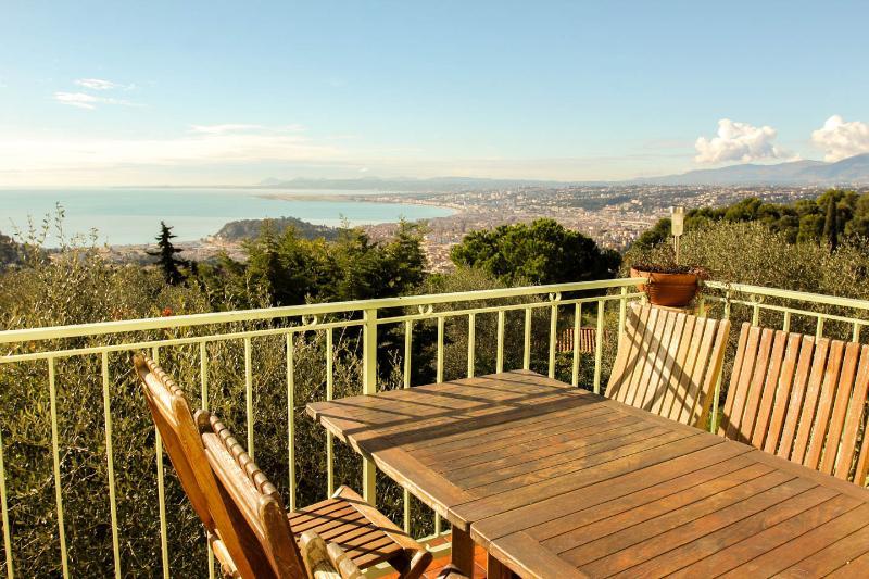 Le 85 Nice Vinaigrier - NICE magnificent view on Baie des Anges, vacation rental in Villefranche-sur-Mer