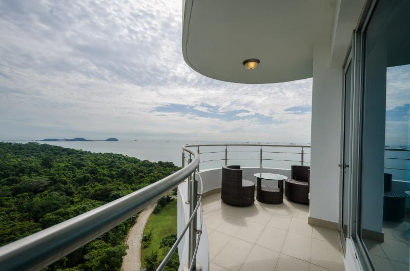 19L Luxurious Condo- 100% ocean view in Panama City *SPECIAL RENTAL PRICE*, location de vacances à Province de Panama