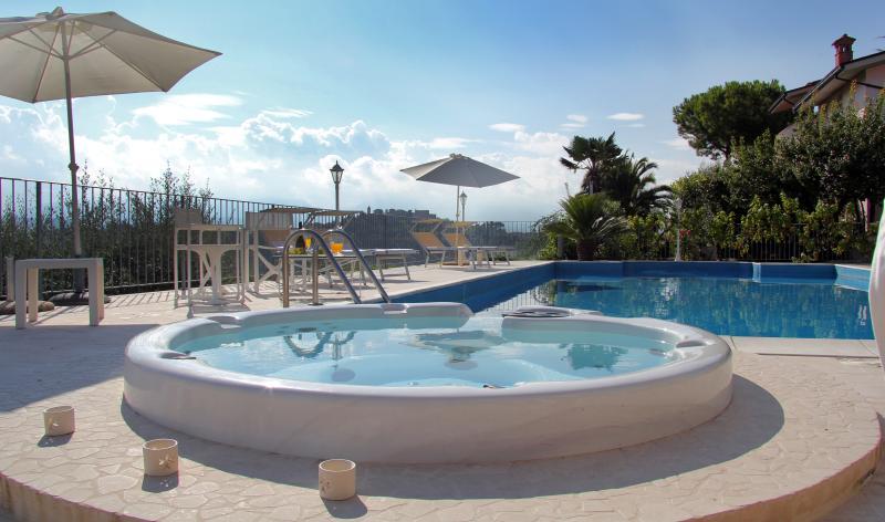 Anthoscasavacanze con Piscina e Panorama da incant, holiday rental in Province of Teramo