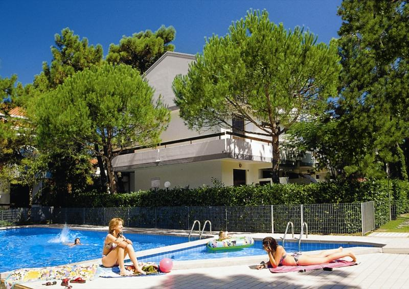 Row house with swimming pool for adults and children
