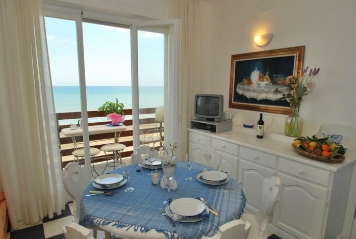 finestra nautica,seafront apartment with balcony and breathtaking coastline view, vacation rental in Marina di Castagneto Carducci