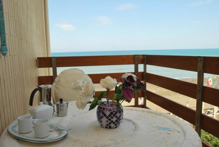 finestra murex, seafront apartment with balcony and breathtaking coastline view, vacation rental in Marina di Castagneto Carducci