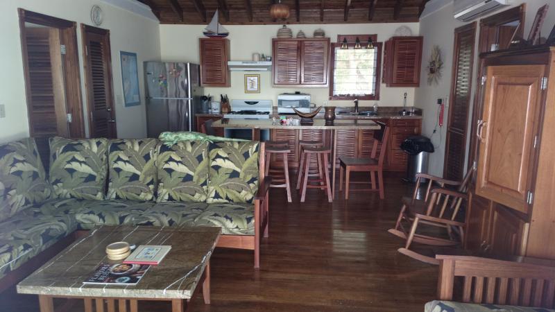 Sala principal, com cozinha e sala de estar