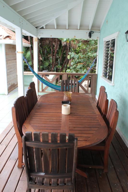 Ao ar livre, sala de jantar espaço para até 8