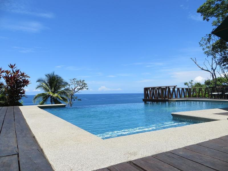 Tropical Beach House with Infinity Pool!, Ferienwohnung in Tambor