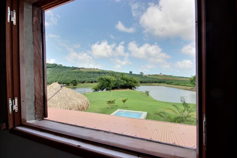 Villa Colibri, villa de charme avec piscine, superbe jardin, proche pointe faula, holiday rental in Le Vauclin