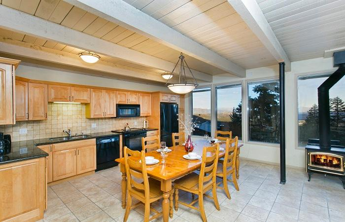 Fully Equipped Kitchen and Dining Table That Seats Six