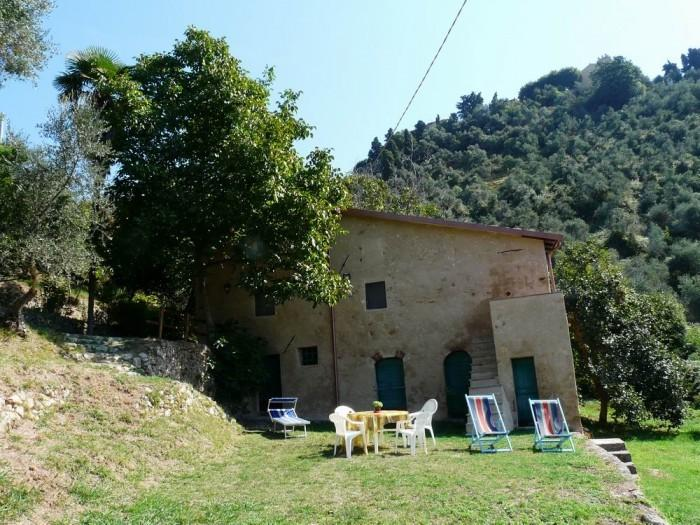 little graceland, lovely cottage with huge garden and coastline view, vacation rental in Monteggiori