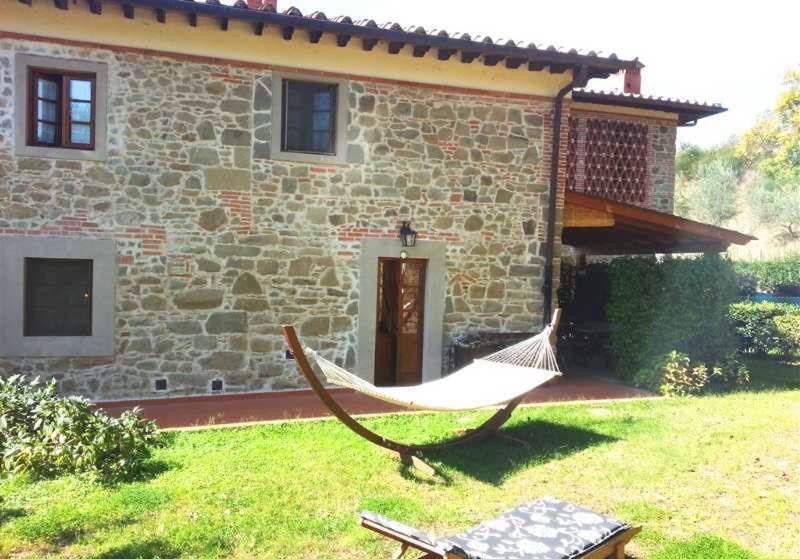 Il Noce House beautifully furnished 3 bedrooms with shared pool, location de vacances à Lagaccioni