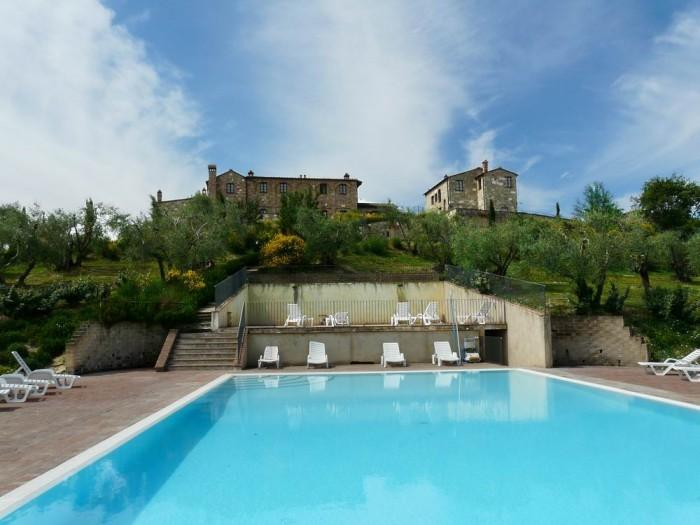 Stunning lodging,gorgeous view,swimming pool and large whirlpool corner,sleeps 6, holiday rental in Bollano
