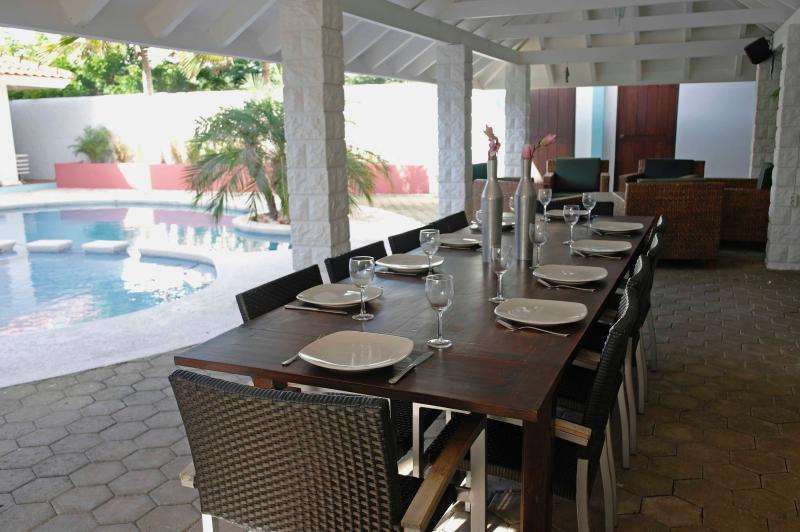 Sala da pranzo sotto il portico