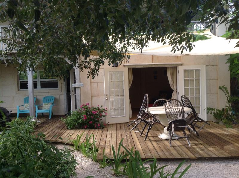 Olde Beach House 2 double ensuites close to beach, holiday rental in Providenciales