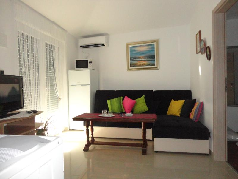 Apartment ALLE near the sea, vacation rental in Kastel Sucurac