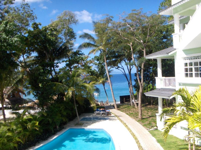 Beachfront Luxury 1 BR with King Bed No Car Needed, vacation rental in Sosua