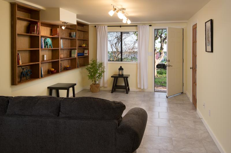 Sitting room/library area