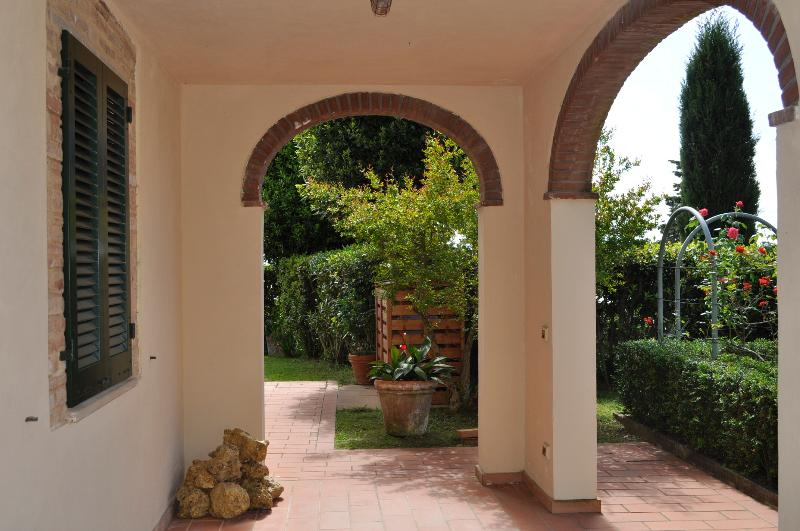 Monache 3 Farmhouse holiday rental with private pool and garden in San Gimignano, location de vacances à San Gimignano