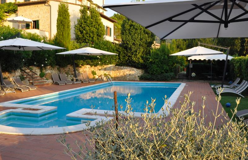 Monache 4 Farmhouse holiday rental with private pool and garden in San Gimignano, location de vacances à San Gimignano