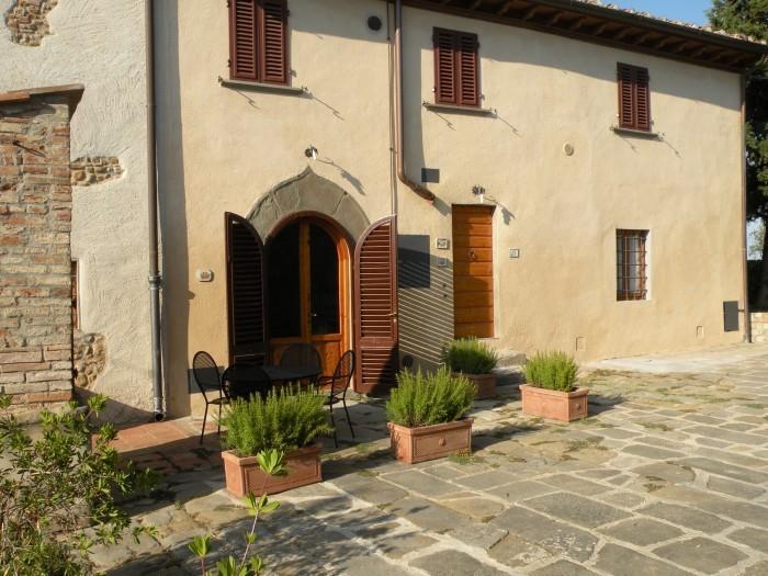 poggio melogra,wine estate, stunning lodging, pool, tastings, restaurant nearby, holiday rental in Sammontana