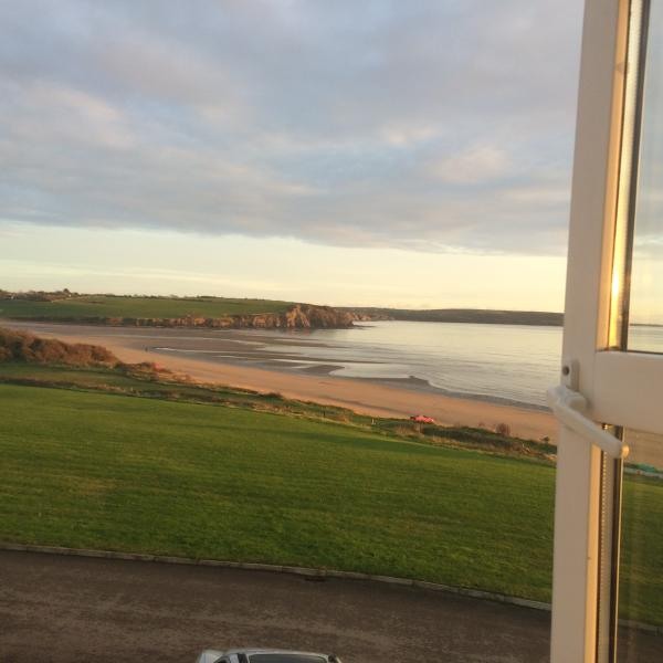 3 bedroom house with great beach  and sea view, vacation rental in Bannow