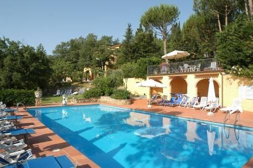 oro duch1, lodging with terrace, swimming pool, gorgeous view, tennis court, location de vacances à Badia a Passignano