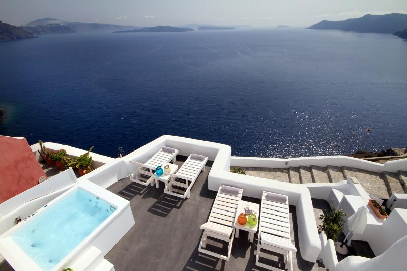 White Pearl Mystic Luxury Villa II, holiday rental in Oia