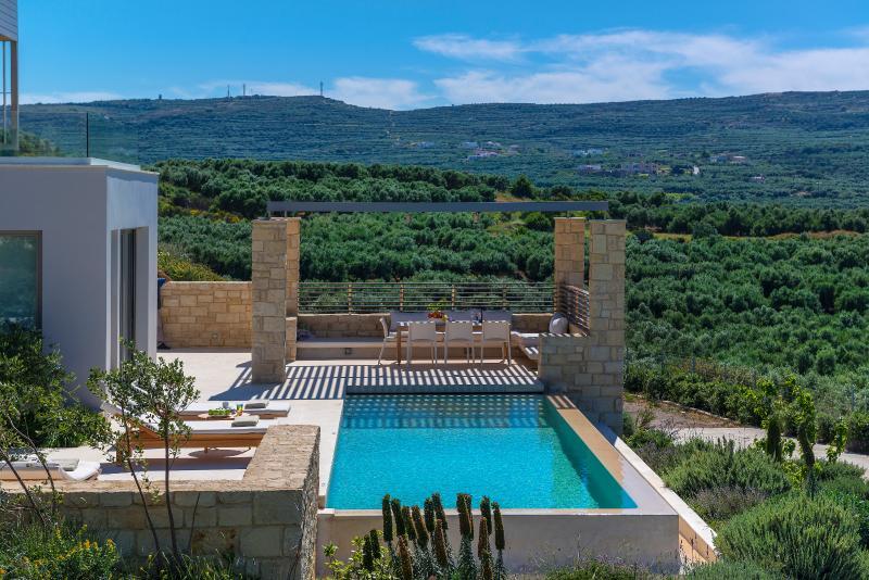 Youphoria villa Charisma, holiday rental in Kaliviani